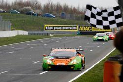 I vincitori #63 ORANGE1 by GRT Grasser Lamborghini Huracán GT3: Andrea Caldarelli, Mirko Bortolotti