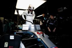 Lewis Hamilton, Mercedes AMG F1, en el garaje