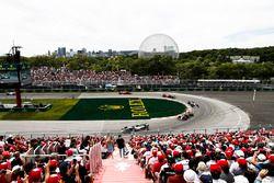 Valtteri Bottas, Mercedes AMG F1 W09, devant Max Verstappen, Red Bull Racing RB14, Lewis Hamilton, Mercedes AMG F1 W09, et Daniel Ricciardo, Red Bull Racing RB14