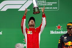 Sebastian Vettel, Ferrari, 1e plaats, op het podium