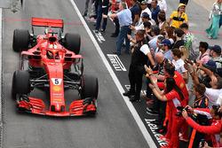 Ganador de la carrera Sebastian Vettel, Ferrari SF71H llega al parc ferme