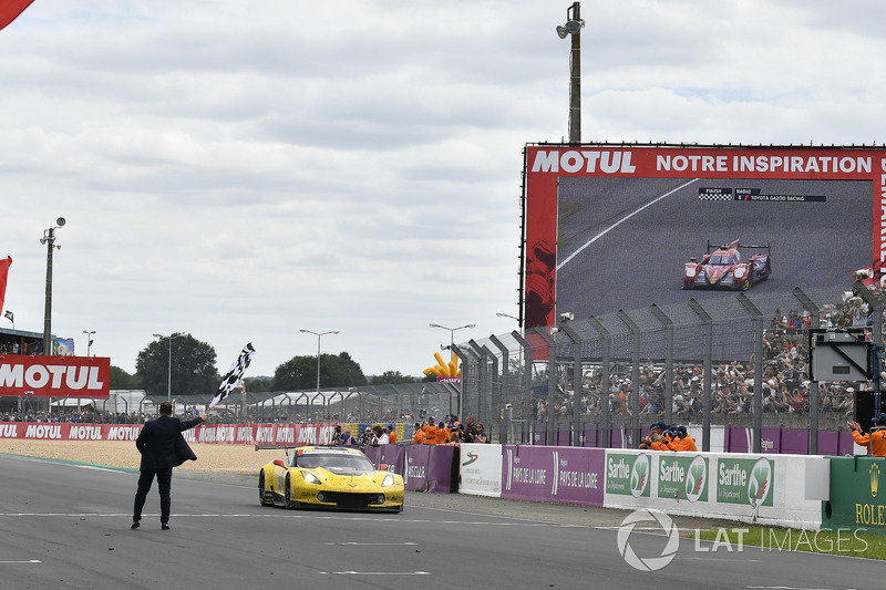 #63 Corvette Racing Chevrolet Corvette C7.R: Jan Magnussen, Antonio Garcia, Mike Rockenfeller crosses the finish line with checkered flag