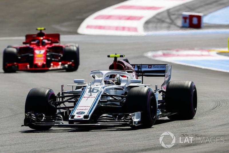 Charles Leclerc, Sauber C37, Kimi Raikkonen, Ferrari SF71H