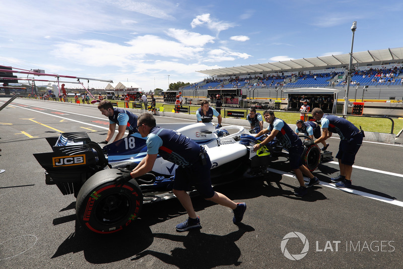 Lance Stroll, Williams FW41, is returned to the garage