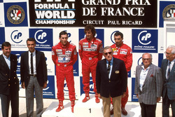 Podium: race winner Alain Prost, McLaren, second place Ayrton Senna, McLaren, third place Michele Alboreto, Ferrari