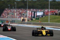 Carlos Sainz Jr., Renault Sport F1 Team R.S. 18, Kevin Magnussen, Haas F1 Team VF-18, y Romain Grosjean, Haas F1 Team VF-18