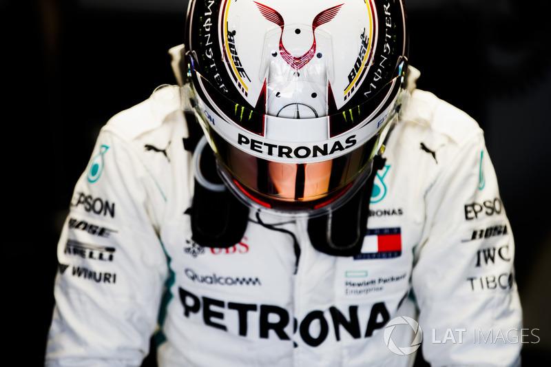 """Lewis Hamilton: """"Foi um dia infeliz. Todos na equipe vão sentir a dor, mas nós temos uma confiabilidade muito grande por muitos anos. Por mais doloroso que seja, somos profissionais."""""""