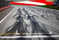 Marcas de neumáticos en la pista