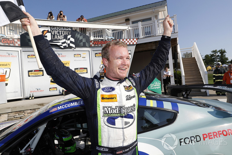 Il vincitore #8 Multimatic Motorsports, Ford Mustang GT4, GS: Chad McCumbee