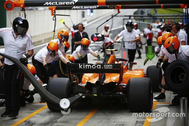 Stoffel Vandoorne, McLaren, hace una parada