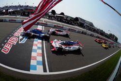 Start: #32 United Autosports Ligier LMP2, P: Phil Hanson, Bruno Senna, Paul Di Resta