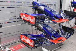 Scuderia Toro Rosso STR13, ali anteriori