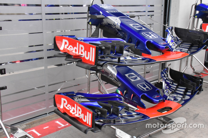 Scuderia Toro Rosso STR13 front wing