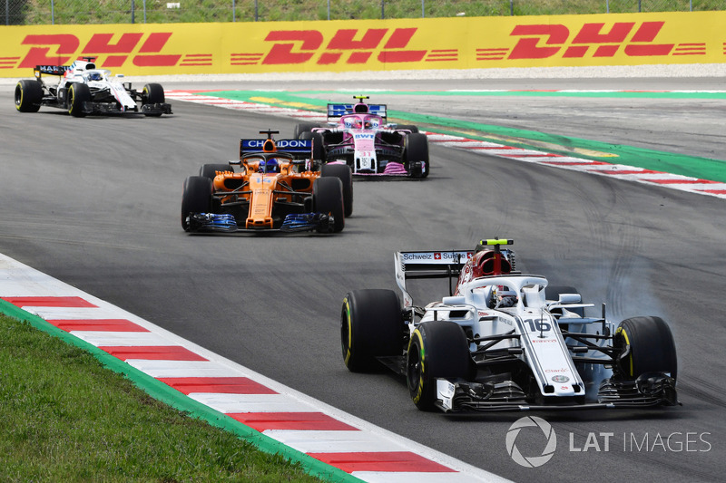 Charles Leclerc, Sauber C37 locks up