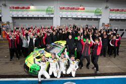 Racewinnaars #912 Manthey Racing Porsche 911 GT3 R: Richard Lietz, Patrick Pilet, Frédéric Makowiecki, Nick Tandy