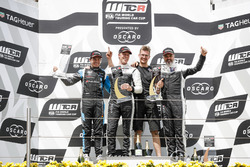 Podium: Race winner Thed Björk, YMR Hyundai i30 N TCR, second place Frédéric Vervisch, Audi Sport Team Comtoyou Audi RS 3 LMS, third place Yvan Muller, YMR Hyundai i30 N TCR