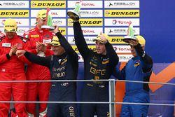 Podio GTE: tercero #80 Ebimotors Porsche 911 RSR: Fabio Babini, Riccardo Pera, Raymond Narac