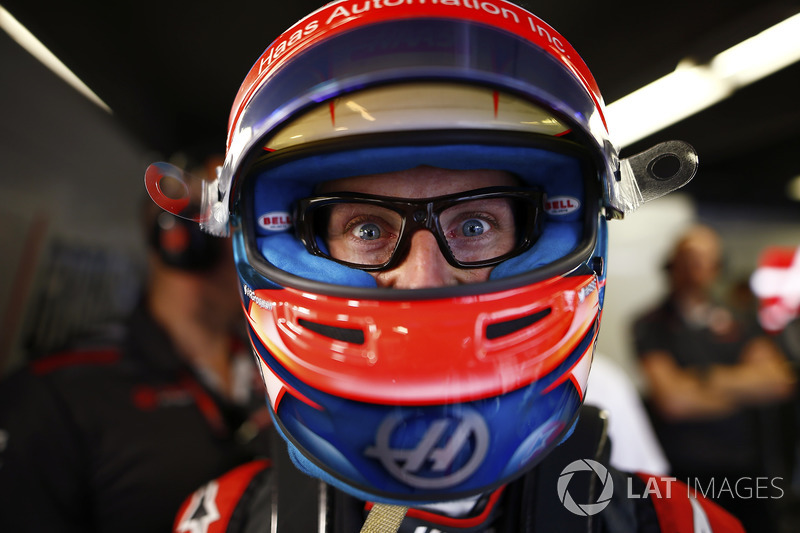 Romain Grosjean, Haas F1 Team, wears glasses containing a television camera.