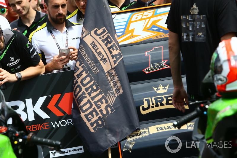 La bandiera celebrativa di Jonathan Rea, Kawasaki Racing