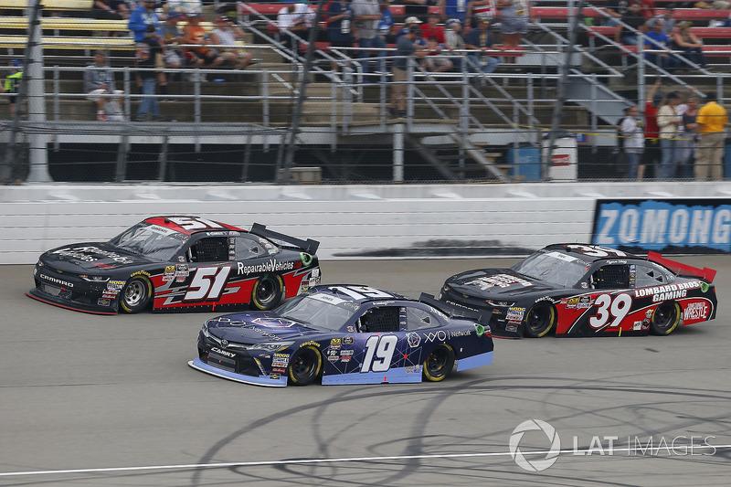 Brandon Jones, Joe Gibbs Racing, Toyota Camry Toyota XYO Networks and Jeremy Clements, Jeremy Clements Racing, Chevrolet Camaro RepairableVehicles.com