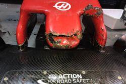 La Haas F1 Team VF-18 de Romain Grosjean après avoir percuté une marmotte