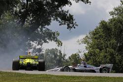Will Power, Team Penske Chevrolet, Simon Pagenaud, Team Penske Chevrolet crash in turn 9