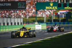 Carlos Sainz Jr., Renault Sport F1 Team R.S. 18, leads Romain Grosjean, Haas F1 Team VF-18