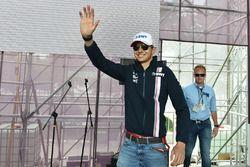 Esteban Ocon, Force India F1 lors de la séance d'autographes