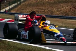 Nigel Mansell, Williams Judd, gives Gerhard Berger, Ferrari a lift back