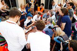 Robert Kubica, Williams, con los medios