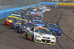 Chase Elliott, Hendrick Motorsports Chevrolet, Martin Truex Jr., Furniture Row Racing Toyota y Denny