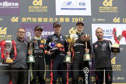Podio: il vincitore della gara Dan Ticktum, Motopark with VEB, Dallara Volkswagen, il secondo classi