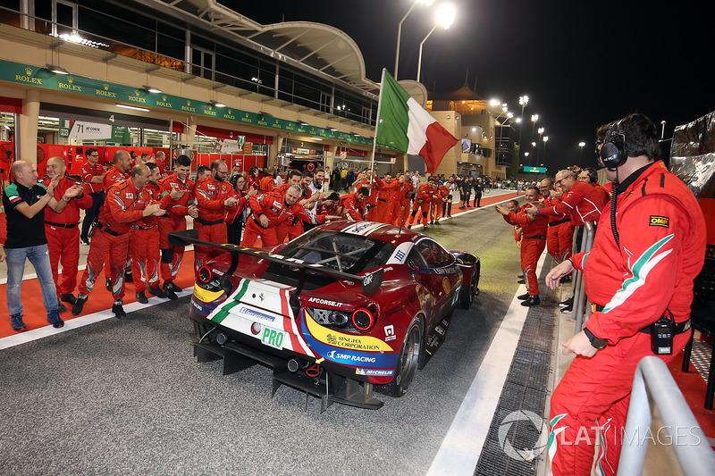 LMGTE Pro ganador #71 AF Corse Ferrari 488 GTE: Davide Rigon, Sam Bird