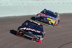 Clint Bowyer, Stewart-Haas Racing Ford, Kyle Busch, Joe Gibbs Racing Toyota