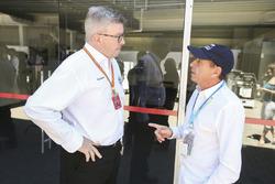 روس براون، المدير العام الرياضي للفورمولا واحد وروبرتو مورينو