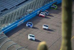Брэд Кеселовски, Team Penske Ford, Дейл Эрнхардт-мл., Hendrick Motorsports Chevrolet и Клинт Боуйер,