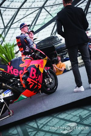 Гонщики Red Bull KTM Factory Racing Брэдли Смит и Пол Эспаргаро