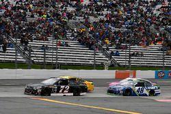 Коул Уайт, TriStar Motorsports Chevrolet и Джимми Джонсон, Hendrick Motorsports Chevrolet
