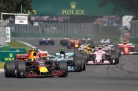 Мак Ферстаппен, Red Bull Racing RB13, лідирує на старті