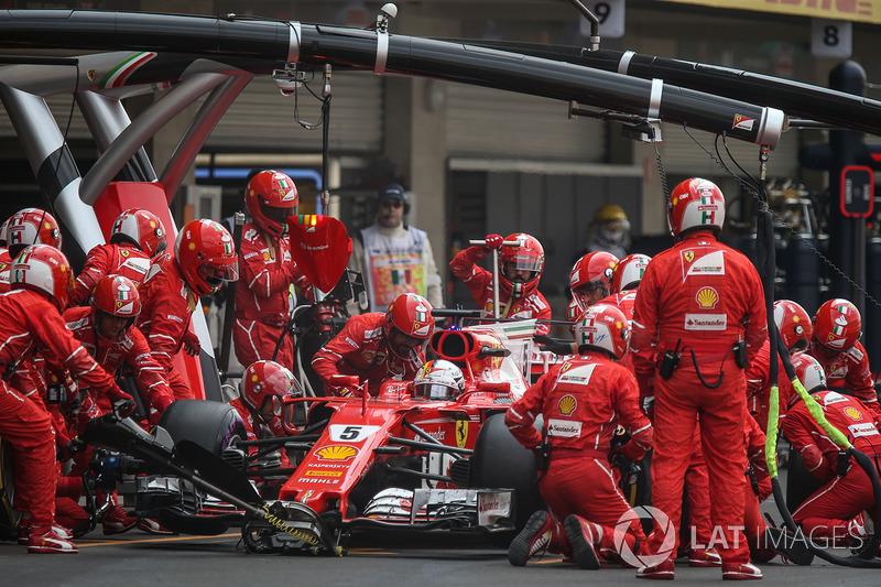 Sebastian Vettel, Ferrari SF70H makes a pitstop