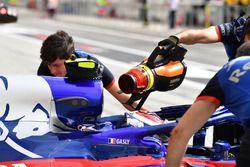 Pierre Gasly, Scuderia Toro Rosso STR13, soffiatore d'aria fredda