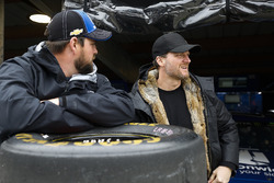 Dale Earnhardt Jr. with Alex Bowman, Hendrick Motorsports, Chevrolet Camaro Nationwide miembros de e