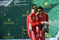 Winnaar Sebastian Vettel, Ferrari en Kimi Raikkonen, Ferrari op het podium met champagne