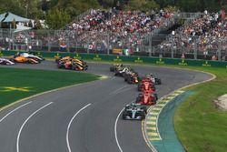 Lewis Hamilton, Mercedes-AMG F1 W09 en tête au départ