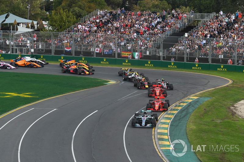 Lewis Hamilton, Mercedes-AMG F1 W09 en cabeza en la salida