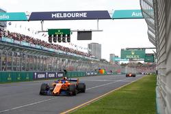 Fernando Alonso, McLaren MCL33 Renault, devant Stoffel Vandoorne, McLaren MCL33 Renault