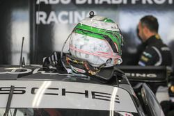 Casco de Khaled Al Qubaisi, Proton Racing