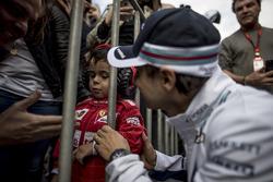 Felipe Massa, Williams, meets a young fan