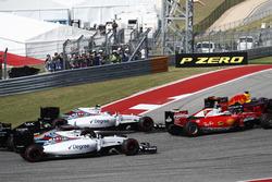 Max Verstappen, Red Bull Racing RB12 voor Sebastian Vettel, Ferrari SF16-H; Valtteri Bottas, William