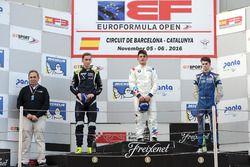 Podio: ganador de la carrera Dorian Boccolacci, Teo Martin Motorsport; segundo lugar Ferdinand Habsburg, Drivex School; tercer lugar Colton Herta, Carlin Motorsport